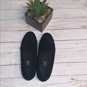 Munro Black Quilt Flat Shoes Size 6.5